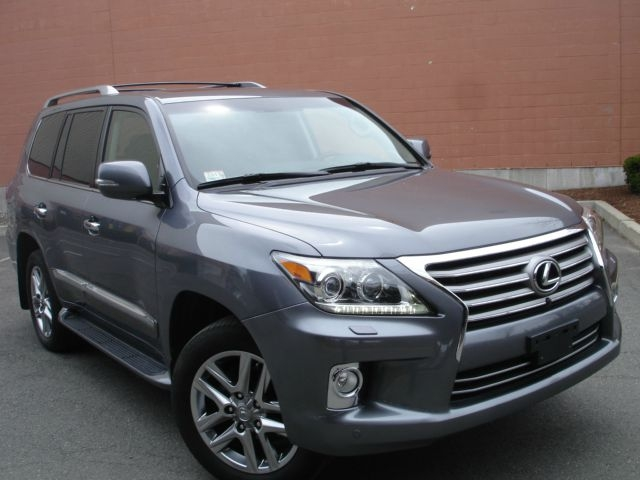 For sale: 2013 Lexus LX 570 4WD 4dr SUV Jeep Full Options Perfect Cond